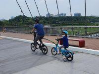 가족과 함께 자전거 타기2